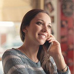 फ़ोन पर बात करना